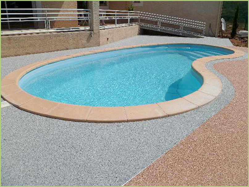 Edge of pool color bardiglio chiaro and Brescia pernice